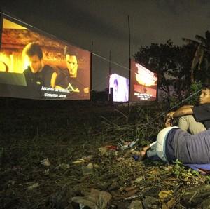 Layar Tancap Hiburan Alternatif Warga di Tengah Pandemi
