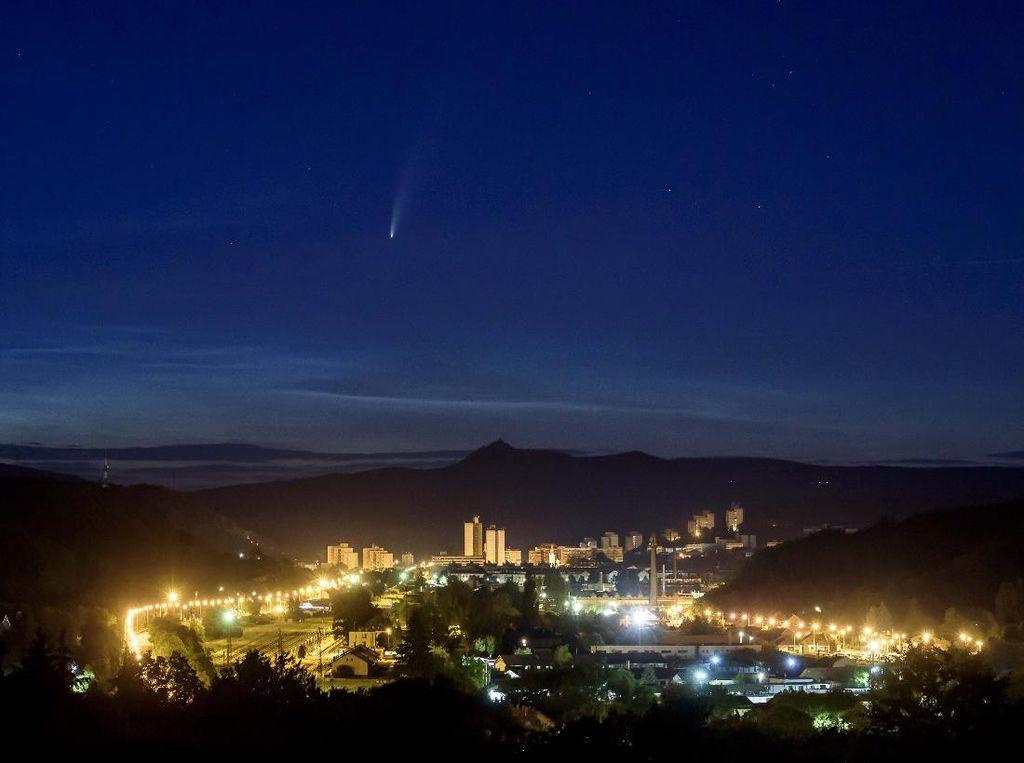 Komet Neowise Terlihat Sangat Jelas di Tanggal Ini