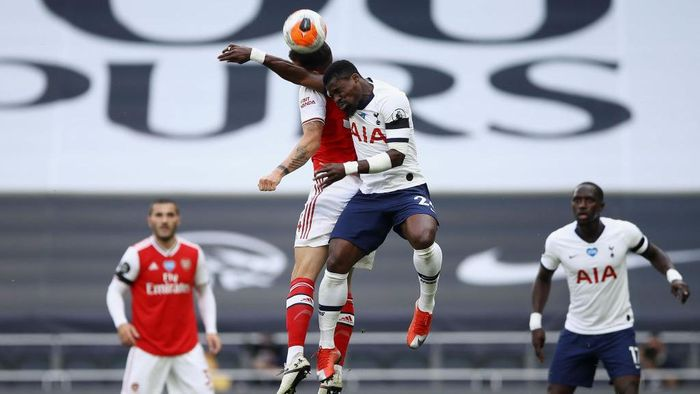 LONDON, ENGLAND - JULY 12: Granit Xhaka of Arsenal  battles for possession with  Serge Aurier of Tottenham Hotspur  during the Premier League match between Tottenham Hotspur and Arsenal FC at Tottenham Hotspur Stadium on July 12, 2020 in London, England. Football Stadiums around Europe remain empty due to the Coronavirus Pandemic as Government social distancing laws prohibit fans inside venues resulting in all fixtures being played behind closed doors. (Photo by Tim Goode/Pool via Getty Images)
