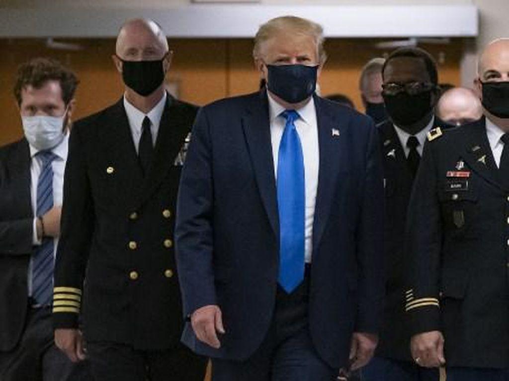 Donald Trump Bikin Geger Publik Usai Pilih Bermasker