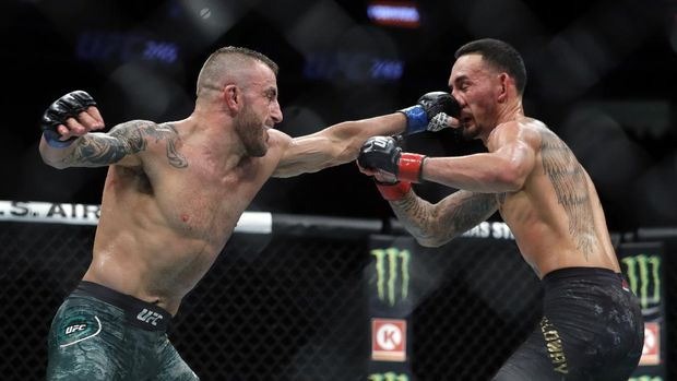 LAS VEGAS, NEVADA - DECEMBER 14: Alexander Volkanovski (L) punches UFC featherweight champion Max Holloway in their title fight during UFC 245 at T-Mobile Arena on December 14, 2019 in Las Vegas, Nevada. Volkanovski took the title by unanimous decision.   Steve Marcus/Getty Images/AFP