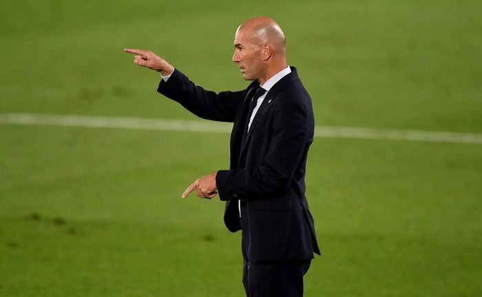 MADRID, SPAIN - JULY 10: Zinédine Zidane, head coach of Real Madrid gestures during the Liga match between Real Madrid CF and Deportivo Alaves at Estadio Alfredo Di Stefano on July 10, 2020 in Madrid, Spain. (Photo by Denis Doyle/Getty Images)