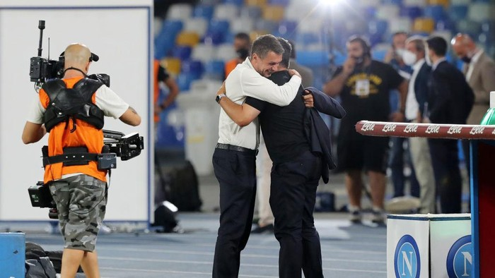 NAPLES, ITALY - JULY 12: Paolo Maldini AC Milan Technical director greets Gennaro Gattuso SSC Napoli coach before the Serie A match between SSC Napoli and  AC Milan at Stadio San Paolo on July 12, 2020 in Naples, Italy. (Photo by Francesco Pecoraro/Getty Images)