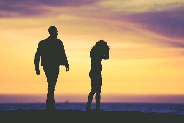 Alasan lain yang membuat pria berselingkuh adalah ekspektasi yang tinggi pada pasangang, bahkan tidak realistis. Mereka menuntut pasangan selalu sempurna dan sesuai dengan keinginannya.