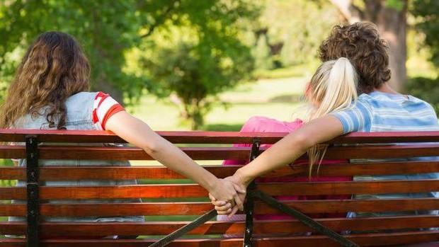 Selingkuh kerap dilakukan pria karena keegoisannya sendiri. Ia hanya memikirkan kebahagiaan dan keinginannya sendiri.