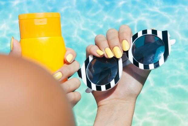 Baik AHA maupun BHA, kamu tetap wajib mengaplikasikan tabir surya setelah memakainya
