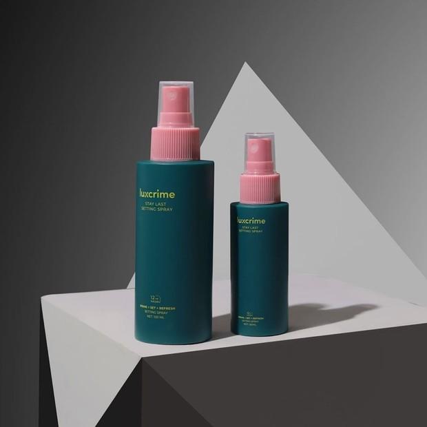 Primer dari Luxcrime yang bertajuk 'Luxcrime Stay Last Setting' yang memberikan kesegaran di kulit wajah.
