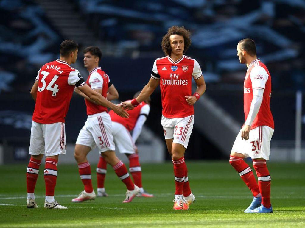 Barisan Belakangmu Itu Lo, Arsenal!