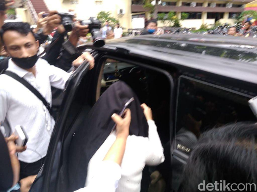 Hana Hanifah Segera Kembali ke Jakarta, Apa Kabar Kasus Dugaan Prostitusi?