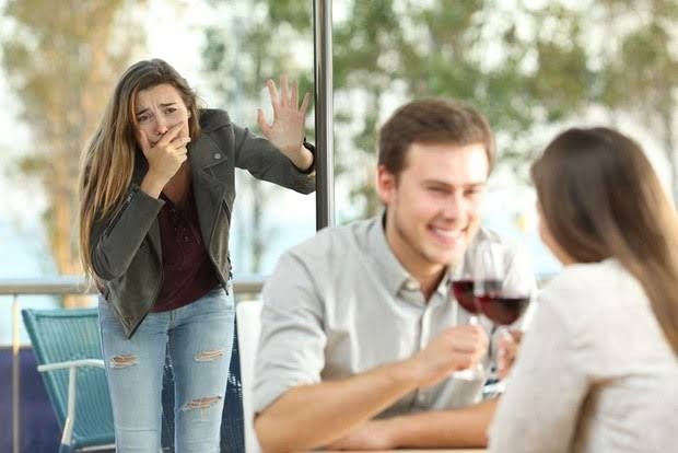 Salah satu alasan yang menyebabkan pria berselingkuh adalah kurang dewasa dan tidak memahami sebuah komitmen dalam hubungan.