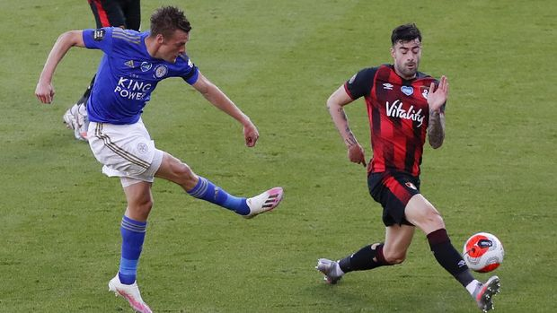 Leicester's Jamie Vardy, left, takes a shot at goal during the English Premier League soccer match between Bournemouth and Leicester City at Vitality Stadium in Bournemouth, England, Sunday, July 12, 2020. (AP Photo/Andy Couldridge,Pool)
