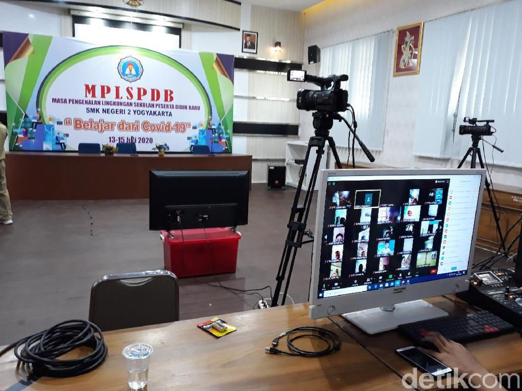 Hari Pertama Sekolah di Yogya Langsung Digelar Secara Online