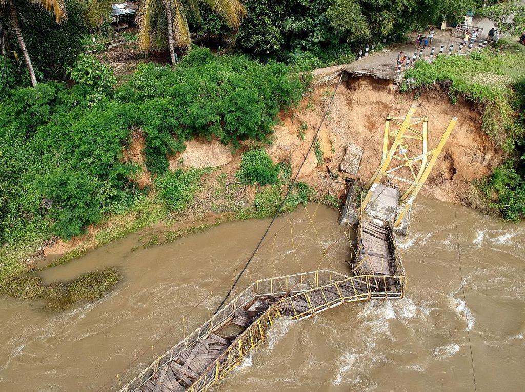 Detik-detik Jembatan di Gorontalo Ambruk, Putus Akses 2 Desa