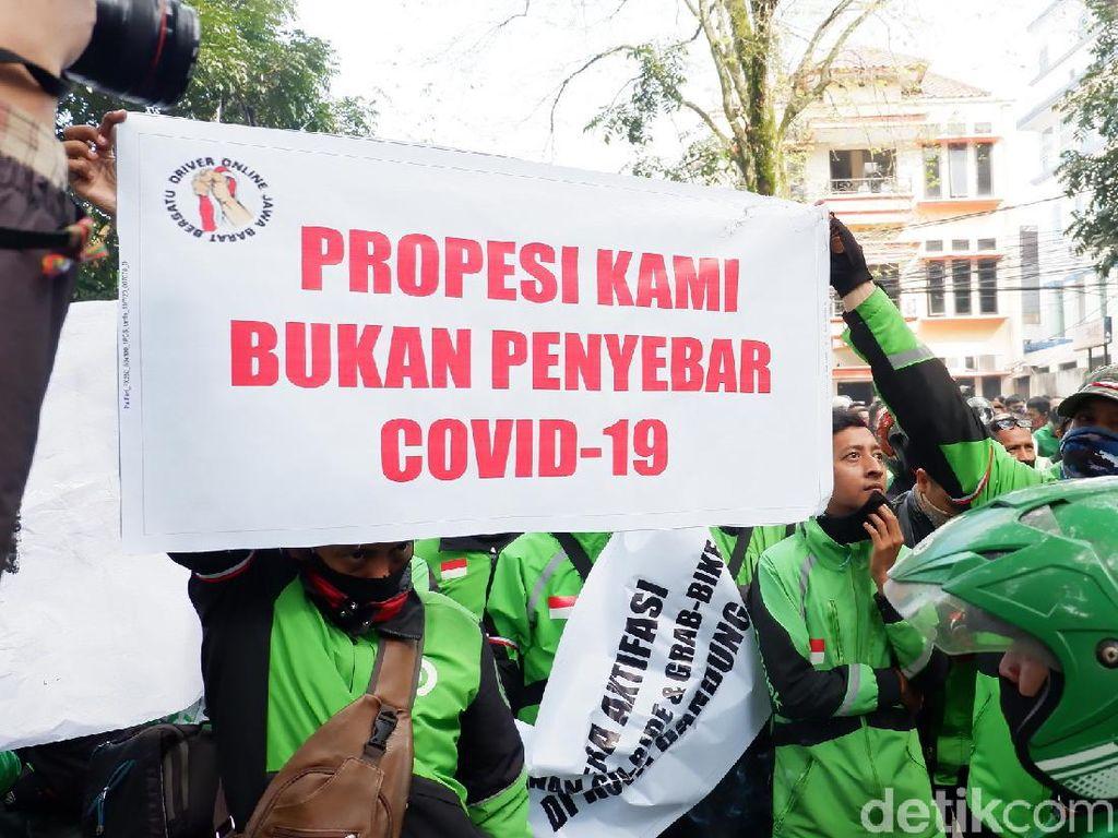 Tuntut Aktivasi-Bebas Rapid, Massa Ojol Demo di Balkot Bandung
