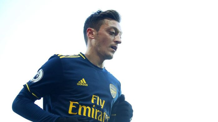 NORWICH, ENGLAND - DECEMBER 01: Mesut Ozil of Arsenal  during the Premier League match between Norwich City and Arsenal FC at Carrow Road on December 01, 2019 in Norwich, United Kingdom. (Photo by Julian Finney/Getty Images)