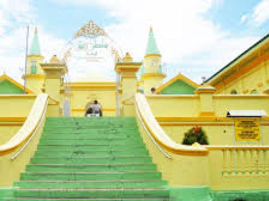 Mengintip Peninggalan Sejarah Melayu di Pulau Penyengat