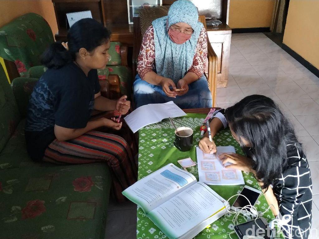 Cerita Siswa-siswi di Blitar soal Belajar Daring Hari Pertama Tahun Ajaran Baru