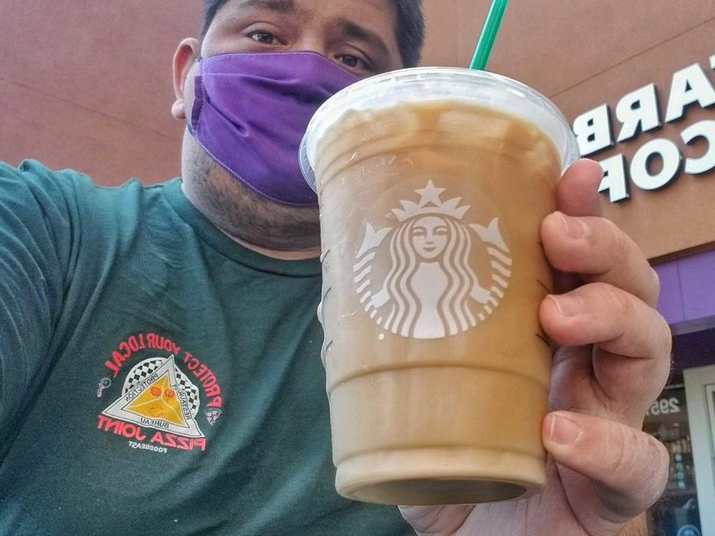 Aturan Baru, Starbucks Ogah Layani Pengunjung Tanpa Masker