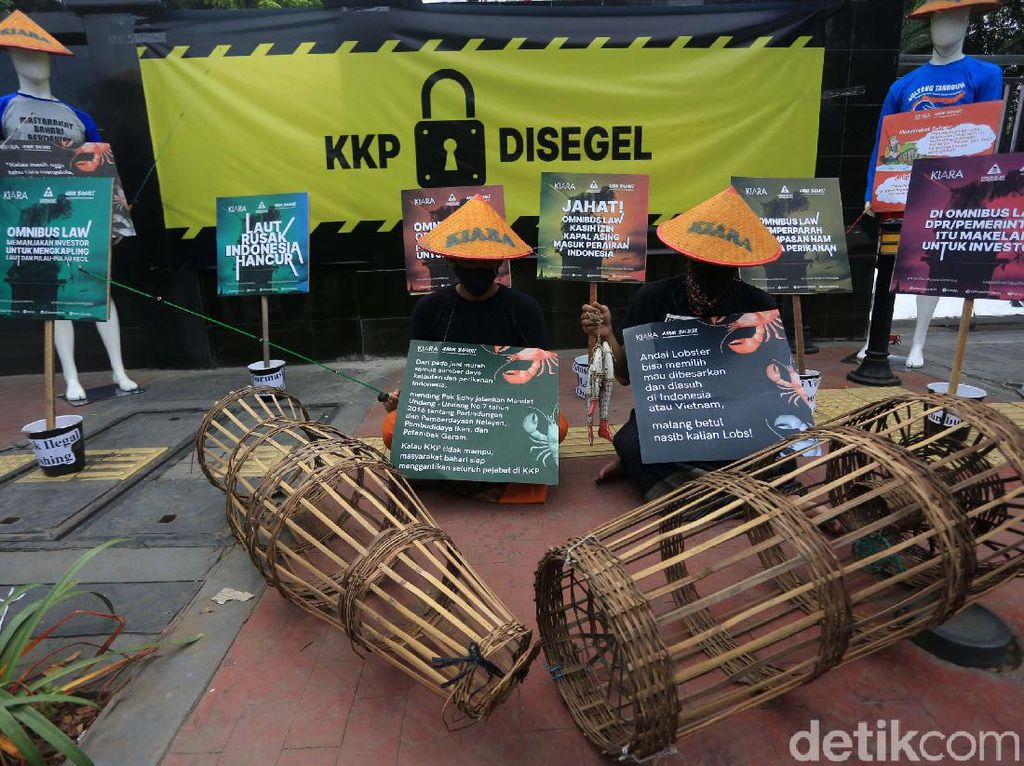 Tolak Ekspor Benih Lobster, Massa Segel Gedung KKP
