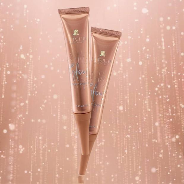 Produk primer La Tulipe dari seri Glow yang cocok dijadikan sebagai base makeup.