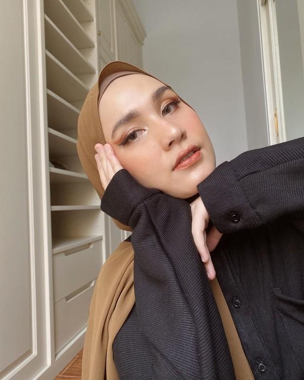 foxy eyes ala hijabers Dwi Handa yang begitu mengagumkan