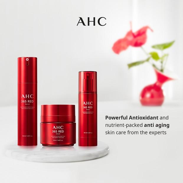 AHC 365 Red Serum merupakan produk serum harian yang membantu merawat kulit melawan tanda-tanda penuaan dan mencerahkan kulit.