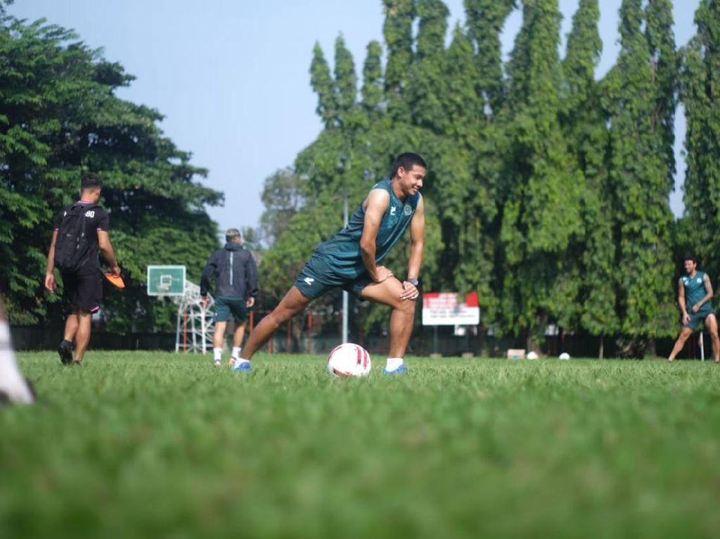 Gembiranya Andy Setyo Bisa Latihan Sepakbola Lagi