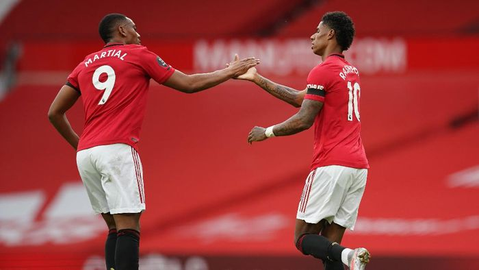 MANCHESTER, ENGLAND - JULY 13: Marcus Rashford of Manchester United celebrates with teammate Anthony Martial of Manchester United after scoring his teams first goal during the Premier League match between Manchester United and Southampton FC at Old Trafford on July 13, 2020 in Manchester, England. Football Stadiums around Europe remain empty due to the Coronavirus Pandemic as Government social distancing laws prohibit fans inside venues resulting in all fixtures being played behind closed doors. (Photo by Dave Thompson/Pool via Getty Images)