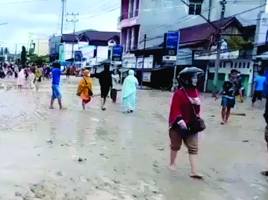 Banjir Bandang Terjang Luwu Utara, 11 Tewas-Sejumlah Warga Masih Dicari