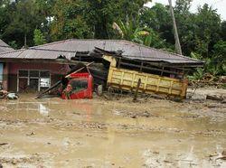 Tim SAR soal Banjir di Desa Radda Lutra: Dari 400, Sisa 10 Rumah Kelihatan