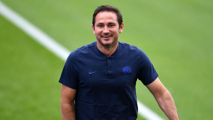 LONDON, ENGLAND - JULY 07: Frank Lampard, Manager of Chelsea looks on prior to the Premier League match between Crystal Palace and Chelsea FC at Selhurst Park on July 07, 2020 in London, England. Football Stadiums around Europe remain empty due to the Coronavirus Pandemic as Government social distancing laws prohibit fans inside venues resulting in all fixtures being played behind closed doors. (Photo by Justin Setterfield/Getty Images)