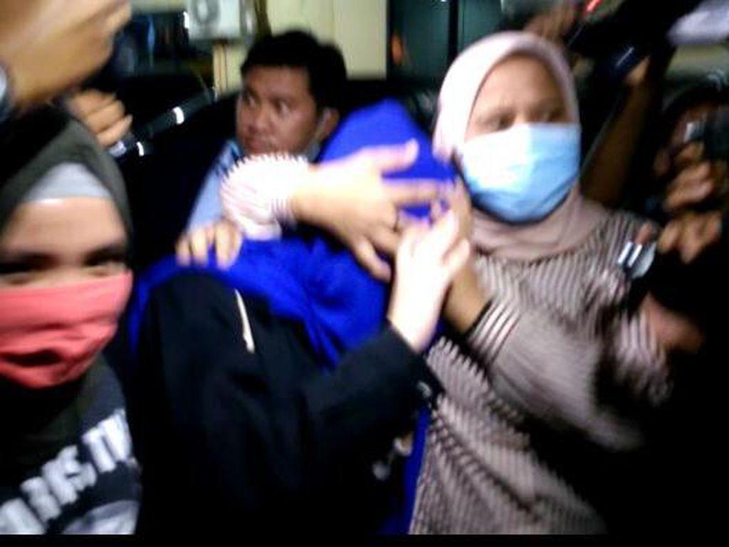 Video Hana Hanifah Lepas dari Tahanan
