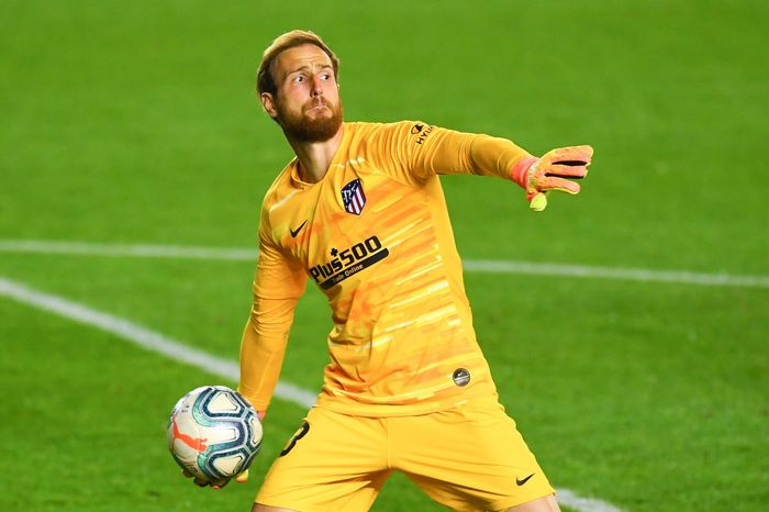 PAMPLONA, SPAIN - JUNE 17: Jan Oblak of Atletico de Madrid in action during the Liga match between CA Osasuna and Club Atletico de Madrid at El Sadar on June 17, 2020 in Pamplona, Spain. (Photo by David Ramos/Getty Images)