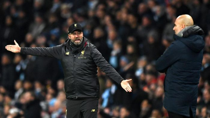 MANCHESTER, ENGLAND - JANUARY 03: Jurgen Klopp, Manager of Liverpool reacts as Josep Guardiola, Manager of Manchester City looks on during the Premier League match between Manchester City and Liverpool FC at the Etihad Stadium on January 3, 2019 in Manchester, United Kingdom.  (Photo by Shaun Botterill/Getty Images)