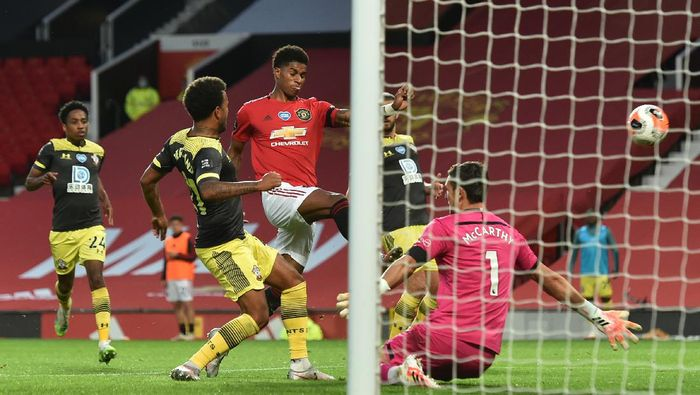 MANCHESTER, ENGLAND - JULY 13: Marcus Rashford of Manchester United shoots wide during the Premier League match between Manchester United and Southampton FC at Old Trafford on July 13, 2020 in Manchester, England. Football Stadiums around Europe remain empty due to the Coronavirus Pandemic as Government social distancing laws prohibit fans inside venues resulting in all fixtures being played behind closed doors. (Photo by Peter Powell/Pool via Getty Images)