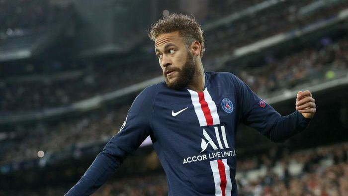 MADRID, SPAIN - NOVEMBER 26: Neymar of Paris Saint-Germain looks on during the UEFA Champions League group A match between Real Madrid and Paris Saint-Germain at Bernabeu on November 26, 2019 in Madrid, Spain. (Photo by Angel Martinez/Getty Images)