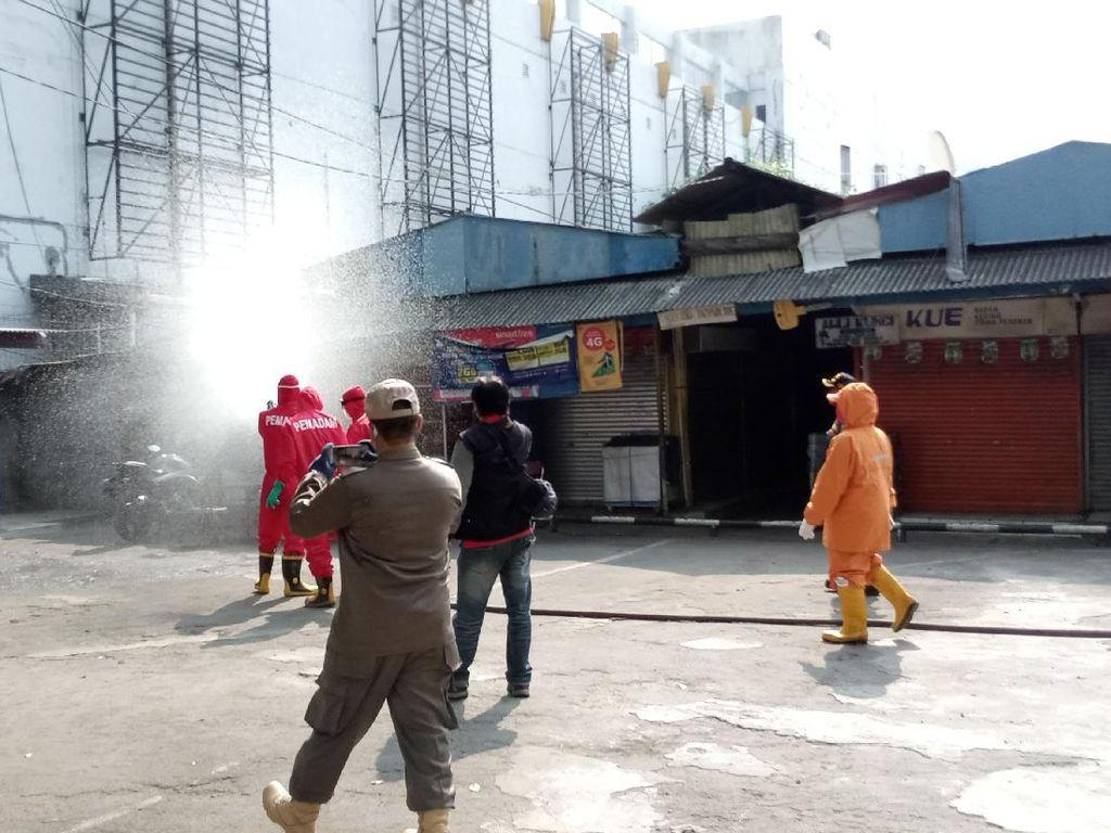 41 Pedagang Positif Corona, Pasar Cempaka Putih Disemprot Disinfektan