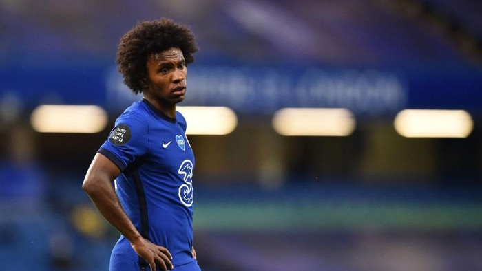 LONDON, ENGLAND - JULY 04: Willian of Chelsea looks on during the Premier League match between Chelsea FC and Watford FC at Stamford Bridge on July 04, 2020 in London, England. Football Stadiums around Europe remain empty due to the Coronavirus Pandemic as Government social distancing laws prohibit fans inside venues resulting in all fixtures being played behind closed doors. (Photo by Glyn Kirk/Pool via Getty Images)