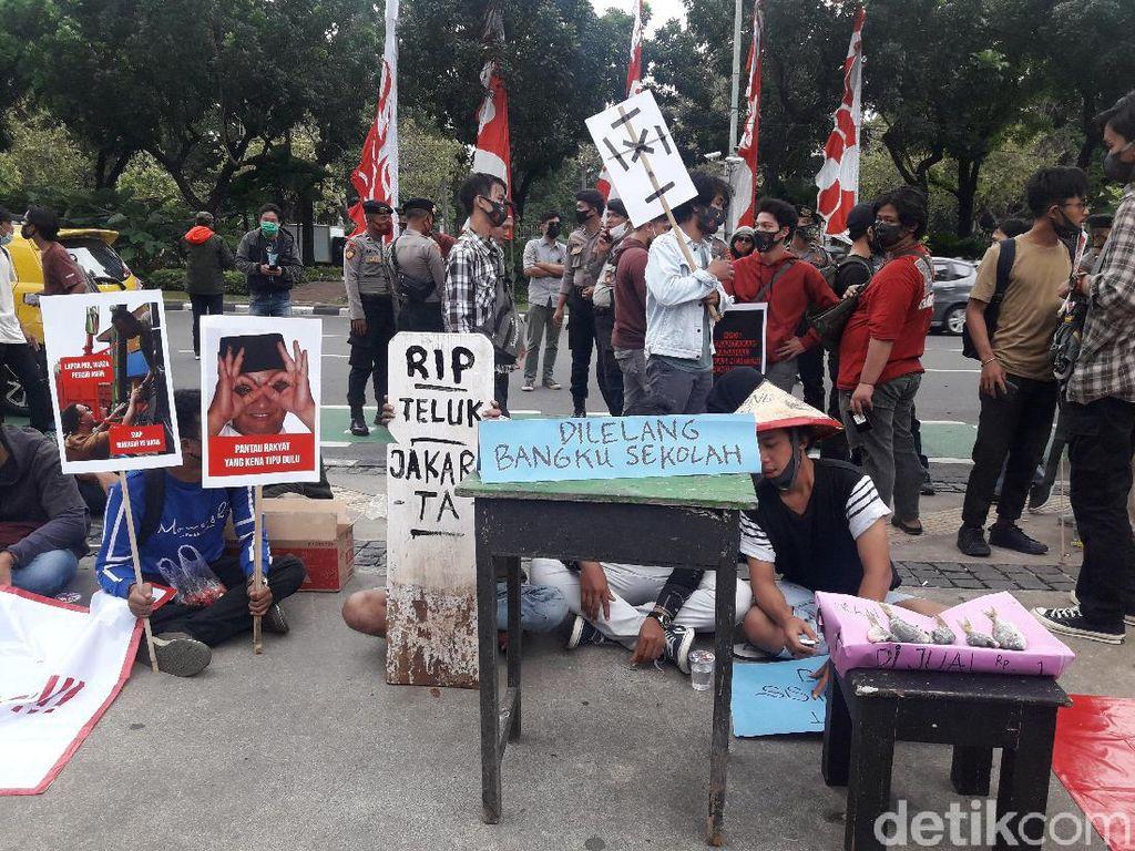 Ada Demo di Balai Kota, Protes Anies soal Reklamasi Ancol-PPDB DKI 2020