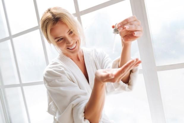 Menggunakan Skincare/Freepik.com