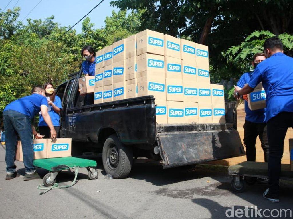 Ratusan Paket Sembako Warga Terdampak COVID-19 di Jatim Disalurkan