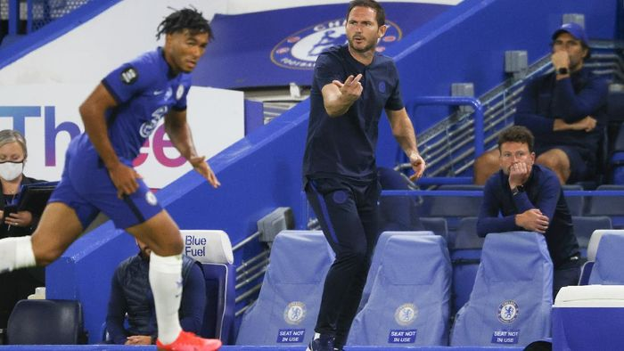 Chelseas head coach Frank Lampard gestures during the English Premier League soccer match between Chelsea and Norwich City at Stamford Bridge in London, England, Tuesday, July 14, 2020. (AP Photo/Richard Heathcote,Pool)