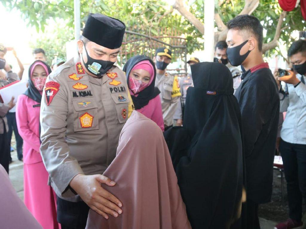 Kapolda NTB Takziah ke Rumah Polisi yang Dibunuh di Sumbawa