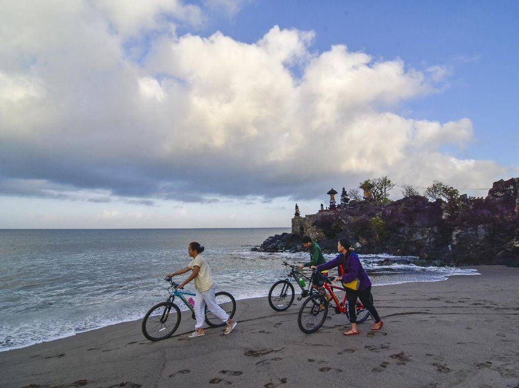Jenis Pekerjaan yang Memanfaatkan Sumber Daya Alam Pantai