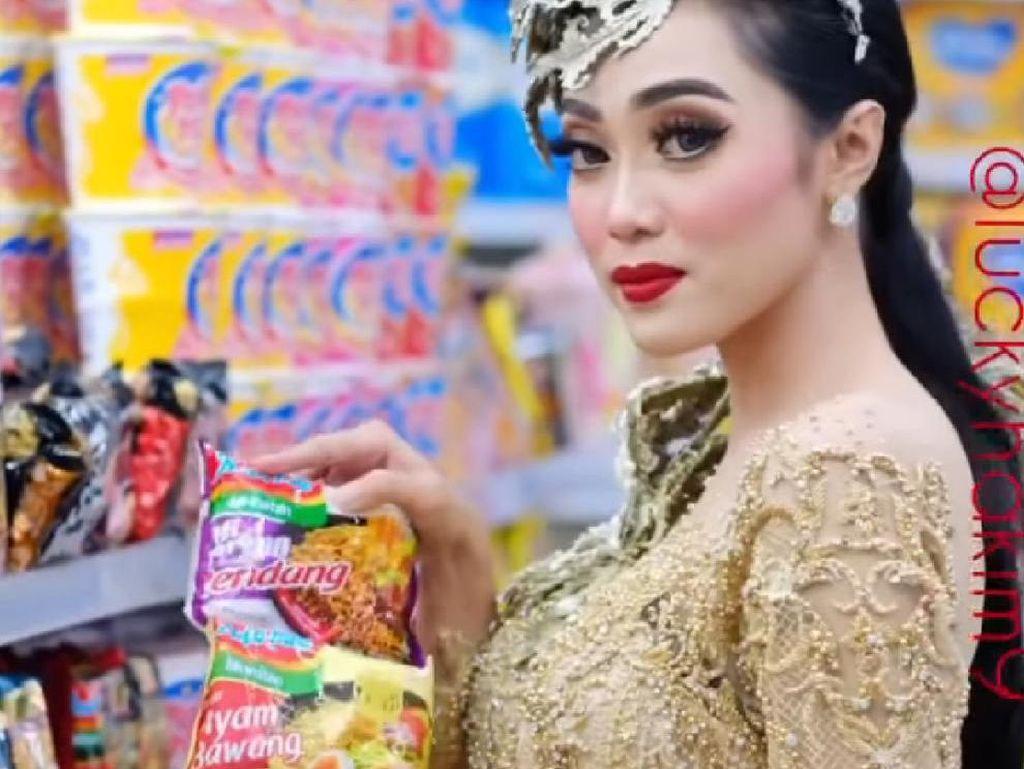 Makeup Beli Seblak dan Nasi Padang, Hasilnya Cantik Banget!