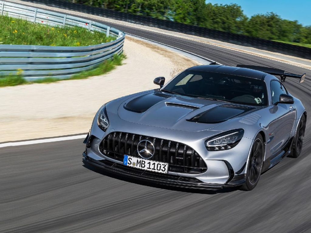 Mercedes-Benz Luncurkan Super Sedan AMG GT Versi Black Series