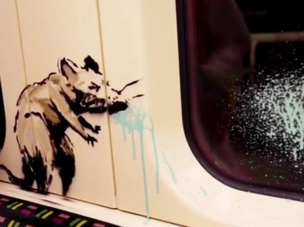 Mural Banksy di Gerbong Kereta Dihapus Pemerintah Inggris
