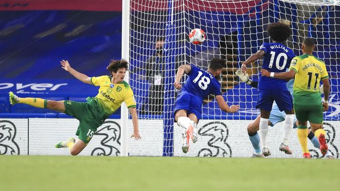 Chelseas Olivier Giroud, centre, heads the ball into the goal to score his teams first goal during the English Premier League soccer match between Chelsea and Norwich City at Stamford Bridge in London, England, Tuesday, July 14, 2020. (AP Photo/Adam Davy,Pool)