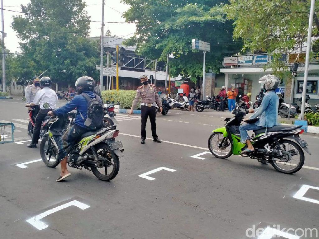Pengendara di Jombang Diwajibkan Jaga Jarak dan Pakai Masker