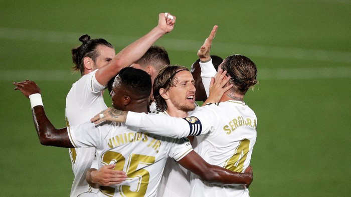 MADRID, SPAIN - JUNE 24:   Sergio Ramos of Real Madrid celebrates scoring his sides second goal during the Liga match between Real Madrid CF and RCD Mallorca at Estadio Alfredo Di Stefano on June 24, 2020 in Madrid, Spain. (Photo by Gonzalo Arroyo Moreno/Getty Images)